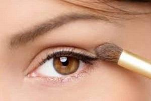 Нанесение макияжа на веки