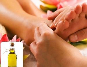Массаж ног растительным маслом