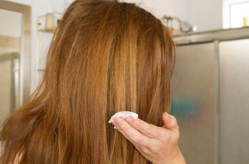 Нанесение майонеза на волосы