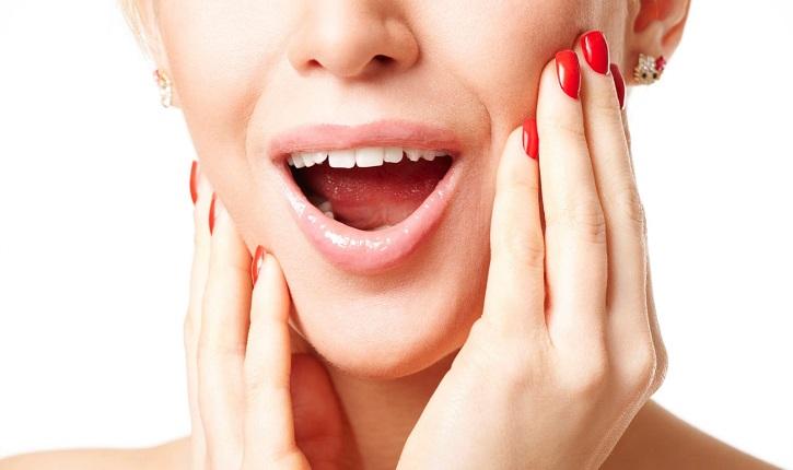 Хрустит челюсть у женщины при открытии
