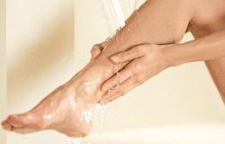 Ноги под душем