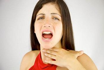 Першение в горле после пения